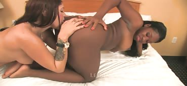 Britney Stevens and Ebony Star - Ass Worship #3